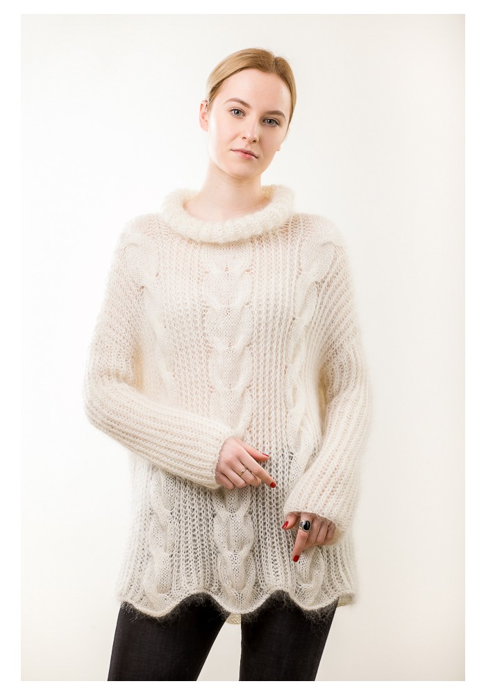 Hand knit white cable knit sweater - Knitted Ribbon