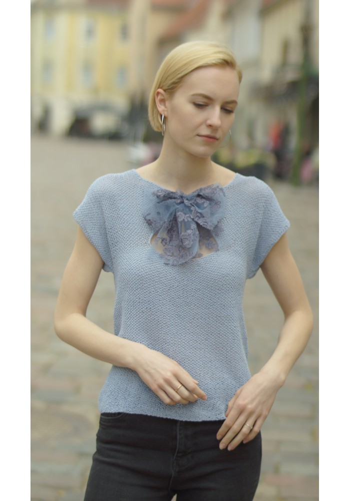 Sleeveless Sky Blue Cotton Blouse with Lace Bow